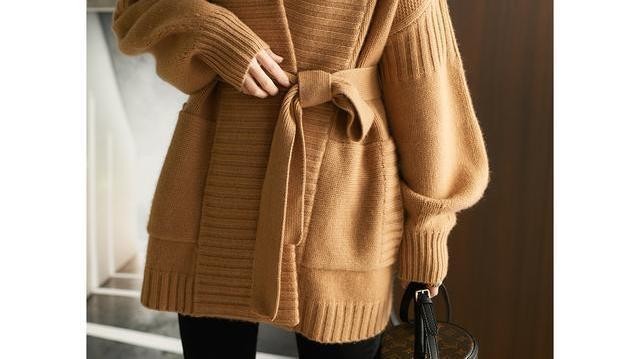 严寒初冬,轻奢加厚冬装真的是少不了,特适合职场女人穿,很美