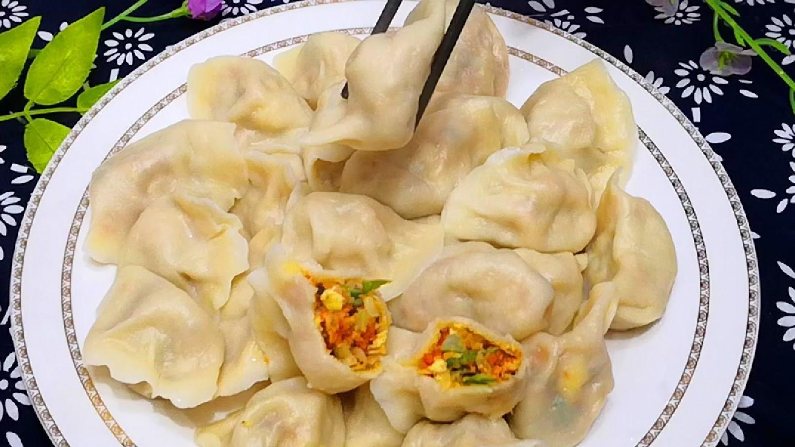 """天冷吃此菜正是时候,人称""""百菜之王"""",对肠胃好,包饺子特香!"""