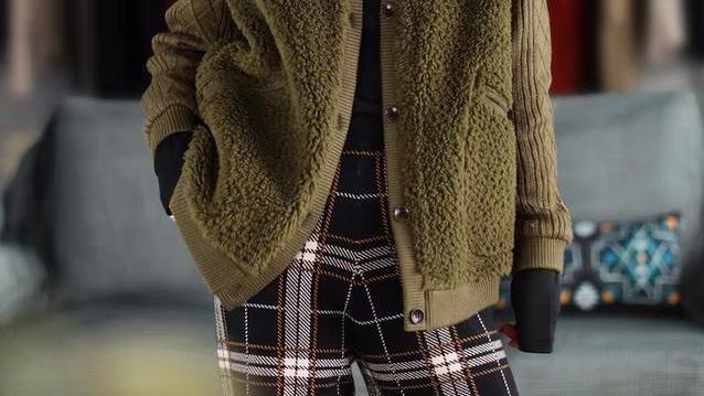 """初冬穿搭别太随意,一件""""文艺风外套+高腰裤"""",美的格外有腔调"""