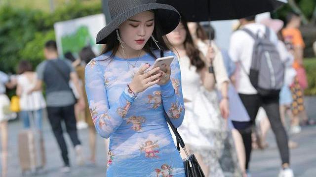 花花浅蓝紧身裙,优美迷人,气质满分