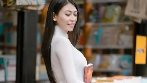 越南美女,穿搭奥戴服,尽显优雅的气质