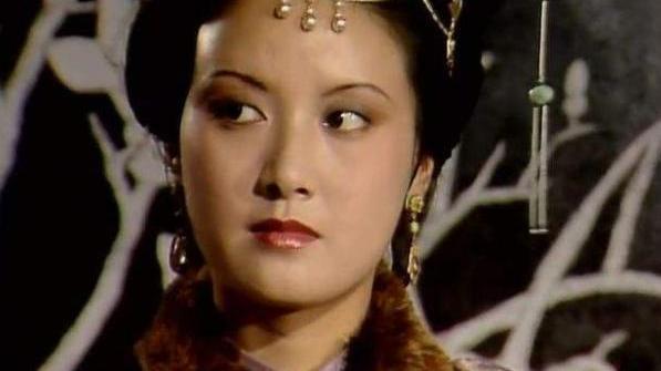 身高1米53却演出1米72的气场,邓婕是如何一步步变成王熙凤的?