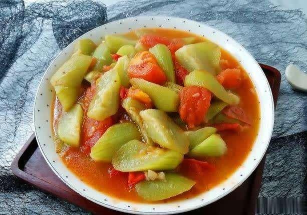 秋天,丝瓜最好吃做法给你,营养美味又健康,就着汤汁吃2碗米饭