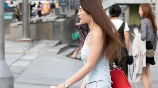倩丽的美女,露单肩衫,穿出个性的美,迷人的魅力