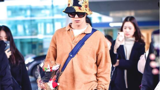 韩星宋旻浩穿搭合集,围巾当帽子又潮又时髦,不愧是韩国爱豆!