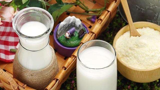 谁说6个月婴儿只喝奶粉不喝水?快看儿科专家如何辟谣,别无知了