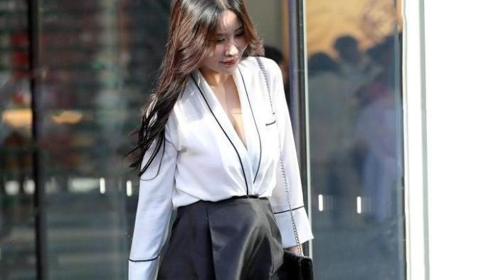 """温柔婉约的""""黑白连衣裙"""",上班女强人,下班好妻子"""