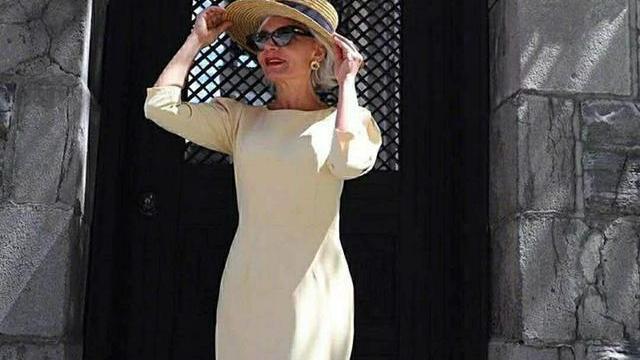 中老年妈妈秋冬如何穿得保暖洋气?照这位55岁妈妈穿,优雅时髦