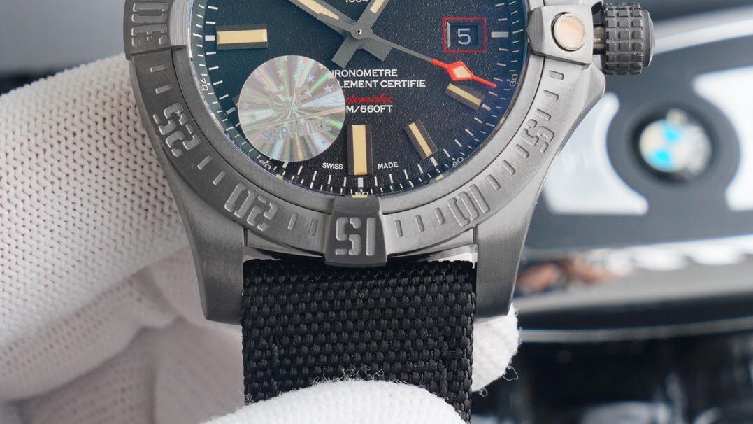 小猪制表:复刻手表百年灵复仇者黑鸟侦查机
