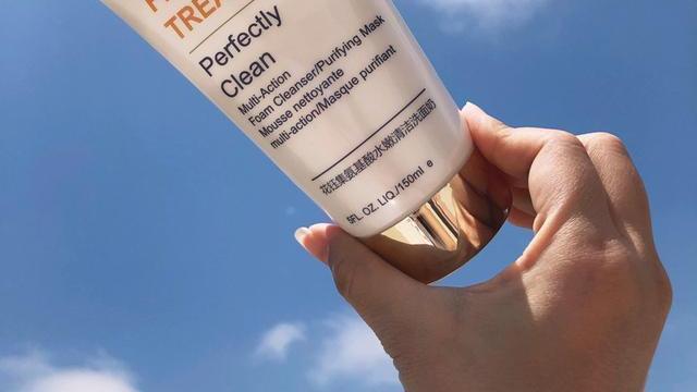 这些洗面奶深层清洁毛孔,改善肌肤暗沉,清洁后脸部变得光滑细腻!