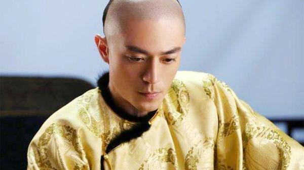 剃光前面头发,留下辣眼的辫子头,清朝为何会选择这么丑的发型?