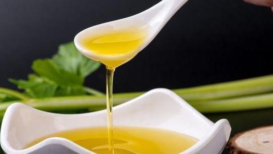 玉米油、花生油、大豆油,哪一种油更适合拿来炒菜?