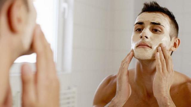 夏日男士面膜使用芦荟面膜滋养肌肤