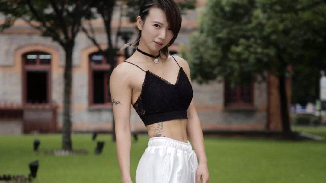 街头酷女孩的时尚穿搭,哪一款你最爱!