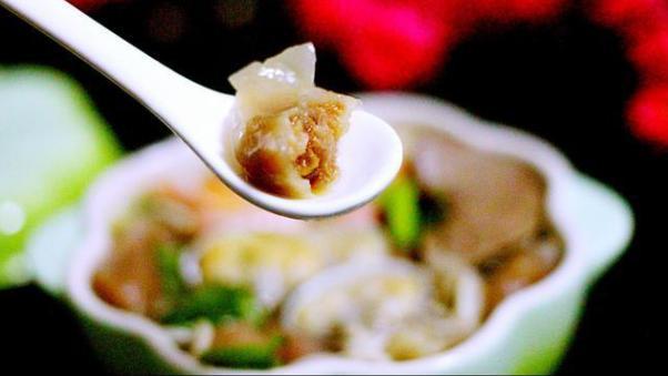 一碗元气满满的肉燕海鲜牛肉面,材料丰富口感好,汤汁极鲜甜
