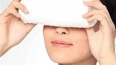 警惕!这样敷眼膜,反而让自己的眼周肌肤更差?一起看一下吧郑明明