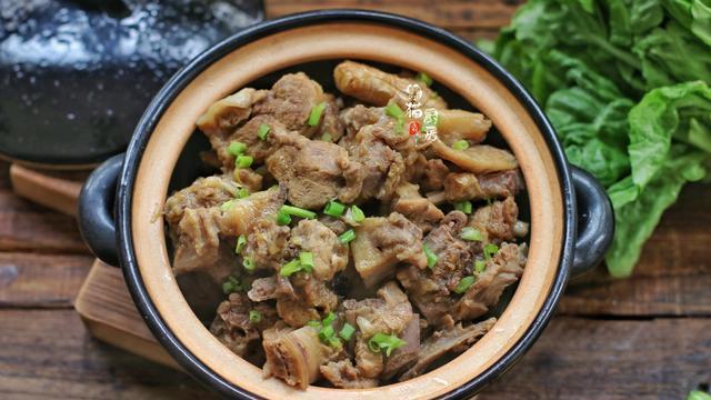 立冬,多吃鸭肉比牛肉好,蛋白质比鸡肉多,这样焖一锅3斤不够吃