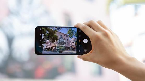 最便宜的骁龙865手机,30分钟销售额破亿,小米10迎来劲敌