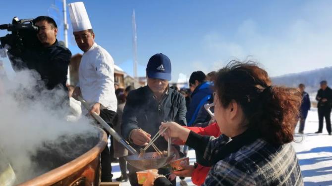 在雪地里吃火锅是种什么样的感觉?