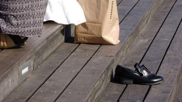 鞋子穿得太臭了,怎么除臭有技巧,赶紧试试这几招