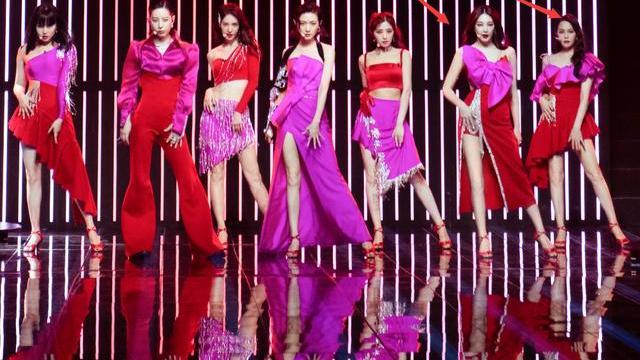 有种讲究叫张雨绮队,礼服必须与鞋子统一,看清整体舞台照,懵了