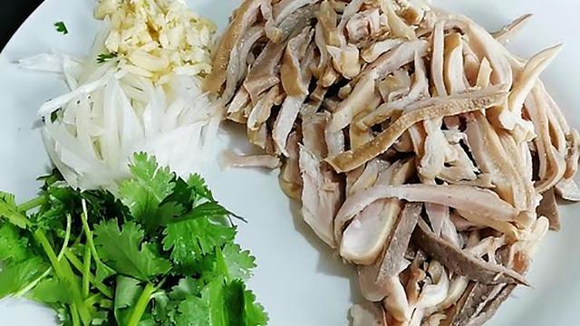 """洋葱加""""它""""拌着吃,疏通血管,健脾养虚,早吃早受益"""