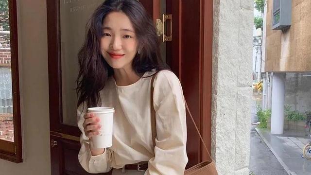 """韩国女人的""""精致感""""穿搭,学会这3招穿搭技巧,你也能变得时髦"""