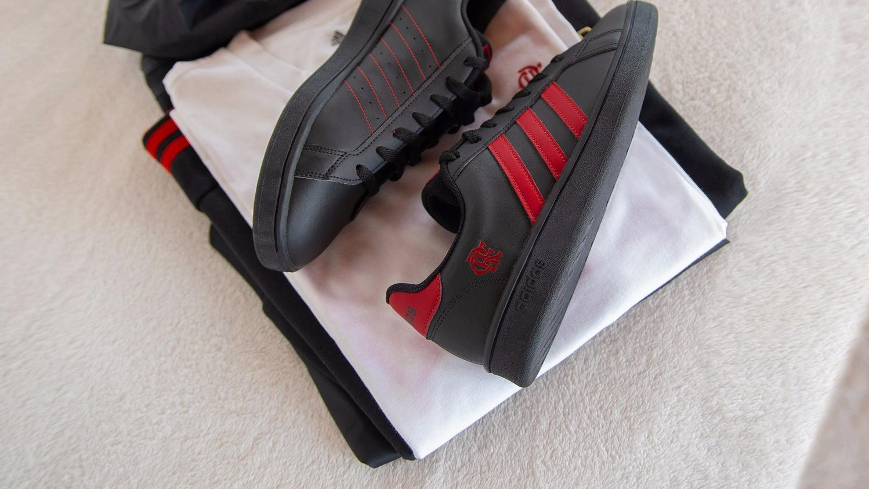 阿迪达斯推出弗拉门戈特别版Grand Court运动鞋