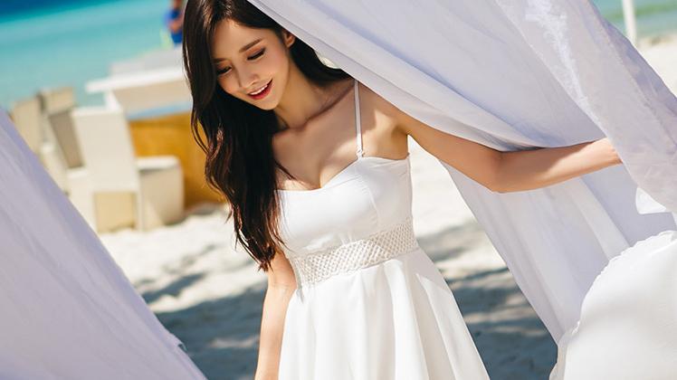 吊带连衣裙,让你这个夏天看起来很清爽