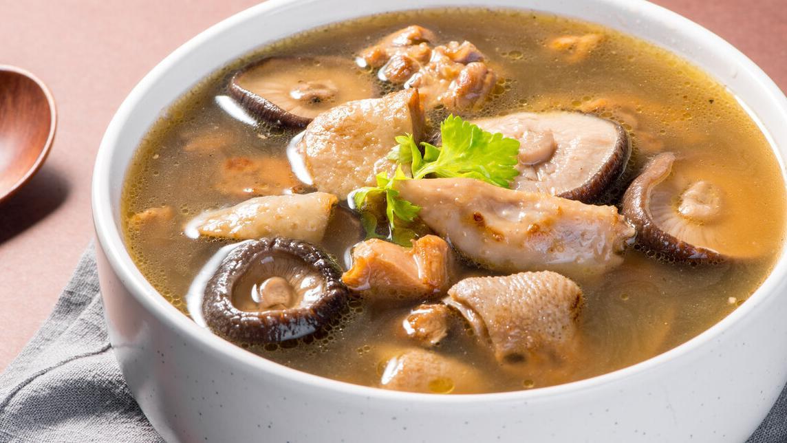 香菇炖鸡汤,滋味鲜美,养胃增强抵抗力,自己做不比饭店味道差
