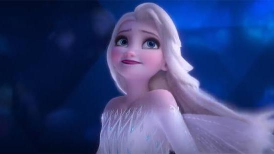 冰雪奇缘2中艾莎最美的五个瞬间,轻纱飞扬的长发艾莎宛若仙女
