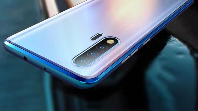 街拍亮眼,华为nova 6手机壳比穿搭更上镜