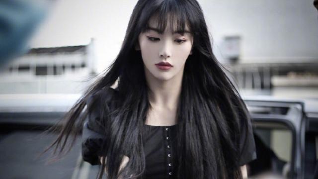 """孔雪儿为何一直保留红发造型?当她染回黑发后,""""韩剧女主""""既视感"""