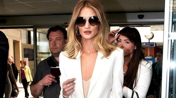美翻了的大地色简单又温柔,30岁女人照着穿,变为潮流代言人