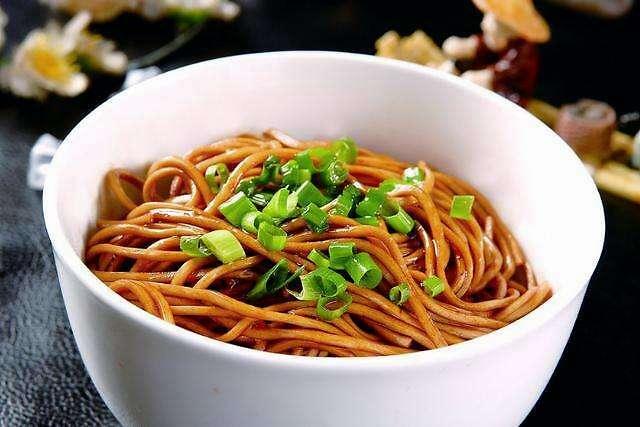 【窍门】学会这些煮面技巧,在家也能吃到劲道美味的面条!