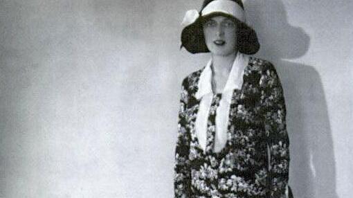 纸醉金迷的名媛为了在舞会美得没有障碍 随手发明了女士内衣
