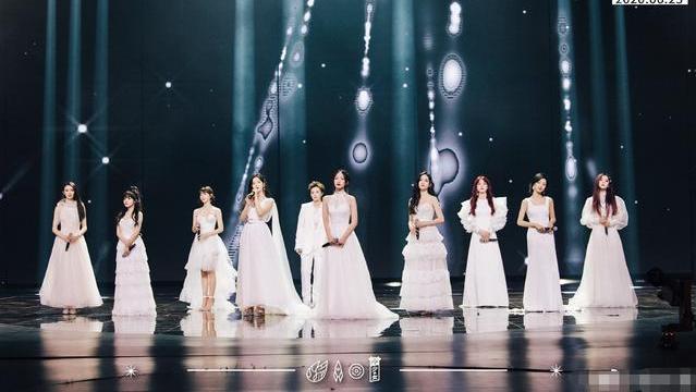 硬糖少女7人女团,平均年龄23岁,赵粤成年龄担当,还有一人是00后