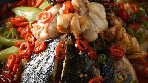 鱼肉嫩滑,蛙肉入味,相当于小火锅的美蛙鱼头