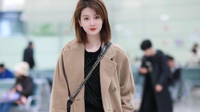 乔欣最近是真美,机场穿搭一套比一套秀,名媛贵族范让人着迷