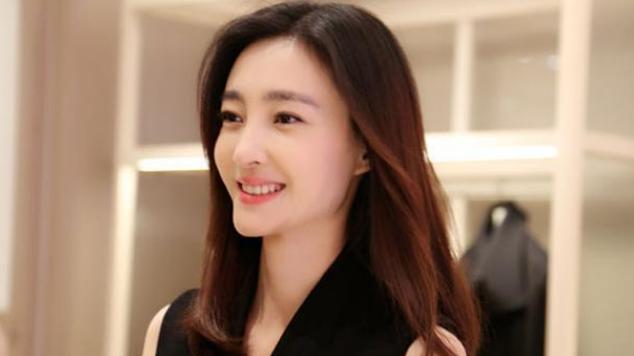 王丽坤自称家里最丑,本以为是开玩笑,当她与姐姐同台:服气了