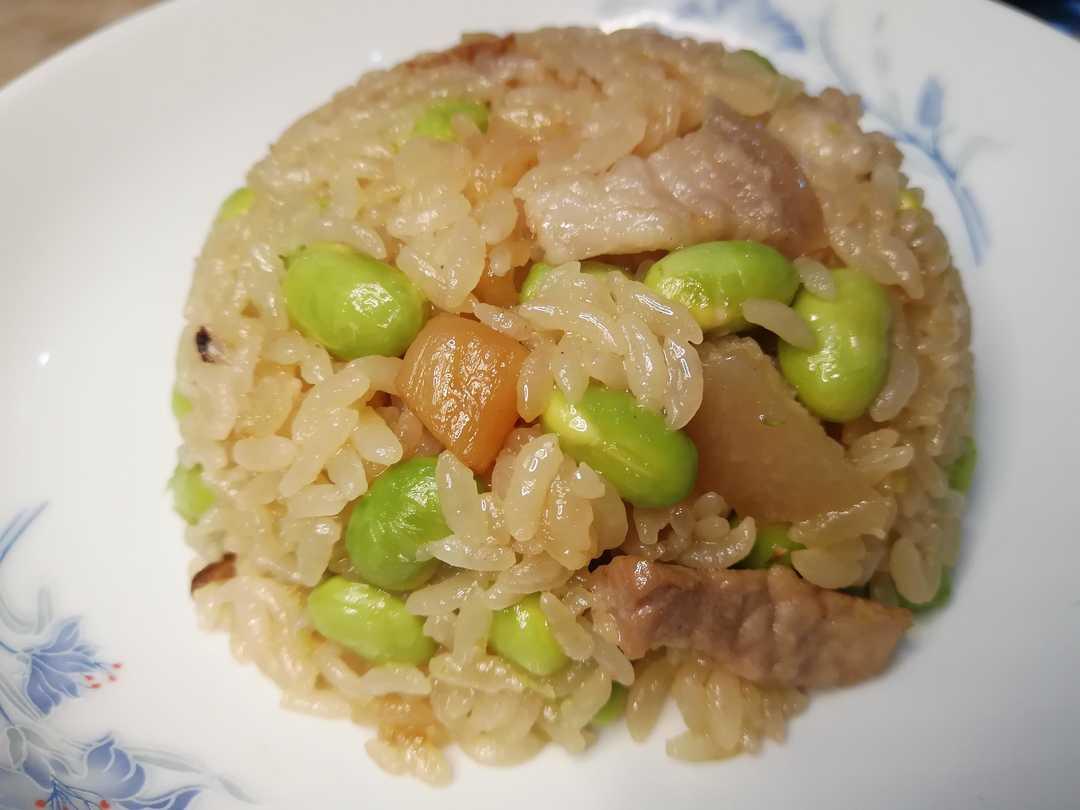 泉州咸饭的百菜园里,怎能少得了青豆煮成的豆饭?