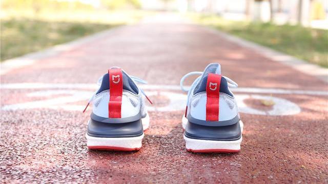 米家运动鞋4,4代升级,不输阿迪耐克的脚感