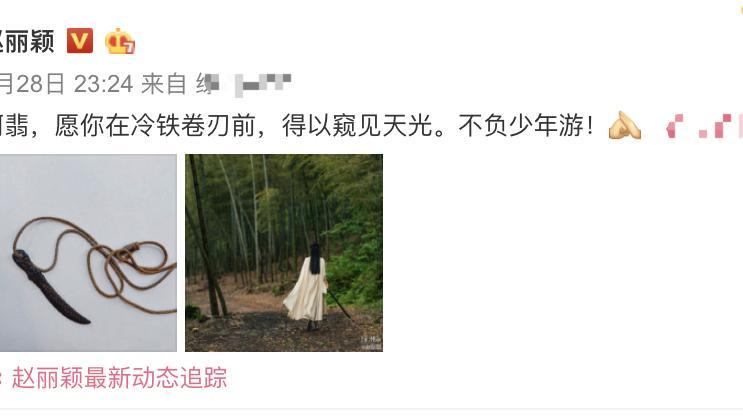 冯绍峰牵着赵丽颖散步,自觉走在外侧,这是成年男性的浪漫!