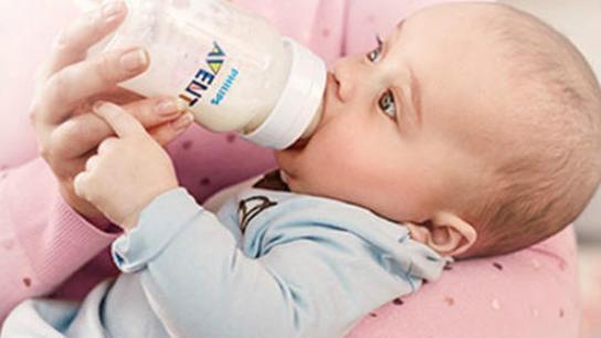 如何让宝宝更好地接受奶粉?