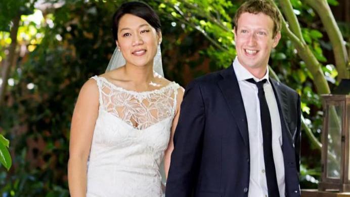 不愧是脸书老板娘!普莉希拉一身中国风,自信的样子太美了!