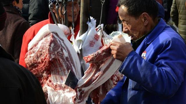 """猪价走跌,多地跌破""""15元/斤"""",年底前猪价、肉价或跌成这样!"""