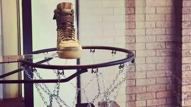 穿Nike Special Field Air Force 1烟花的女孩,是种怎样的风景?穿搭指南和渠道特价SF-AF1测评