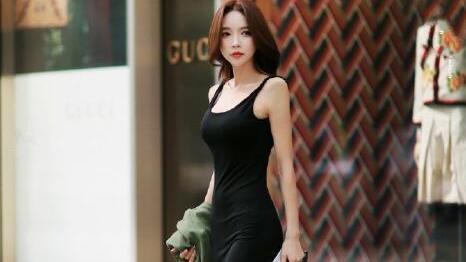 """时尚的都市女郎造型,正面看着挺正经,背后看都""""漏了""""!"""