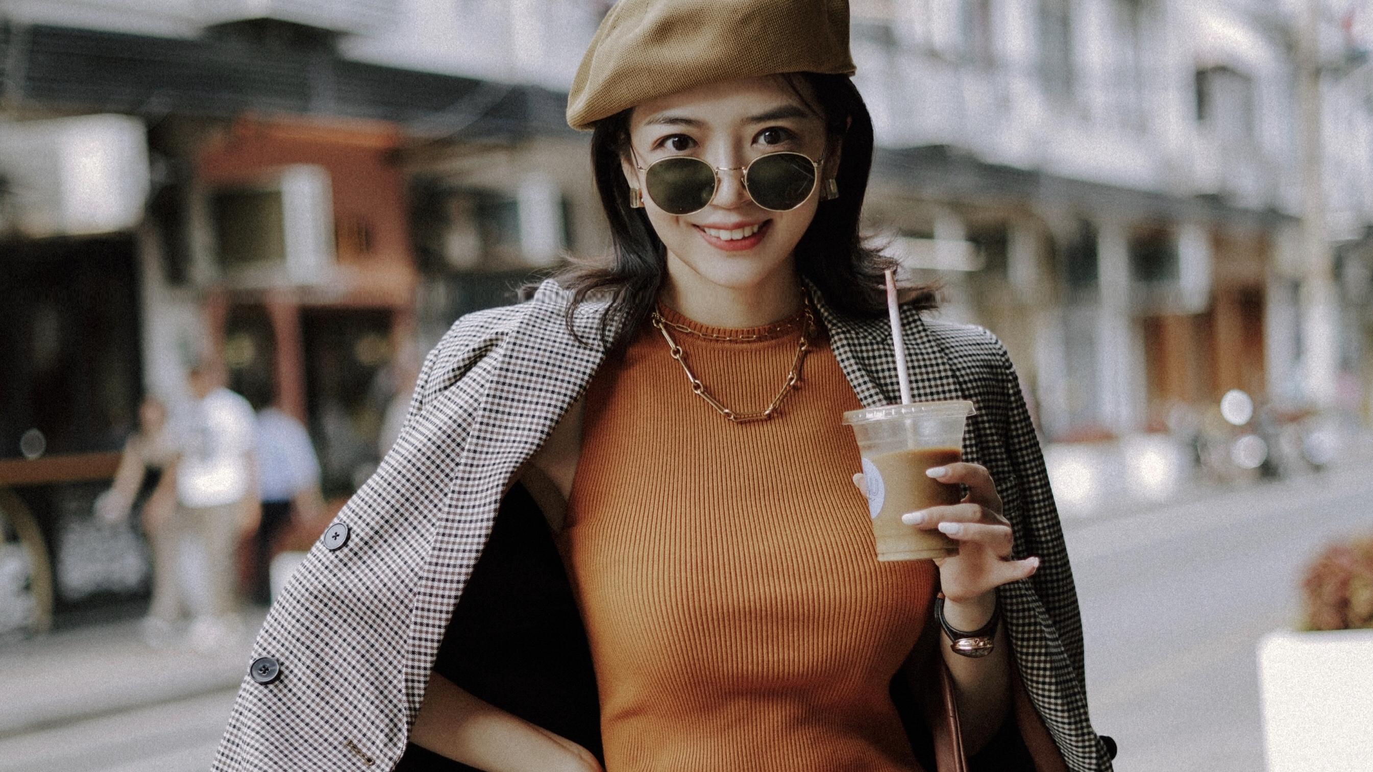 三木复古出街,西装和五分牛仔短裤个性穿搭,高级又时尚