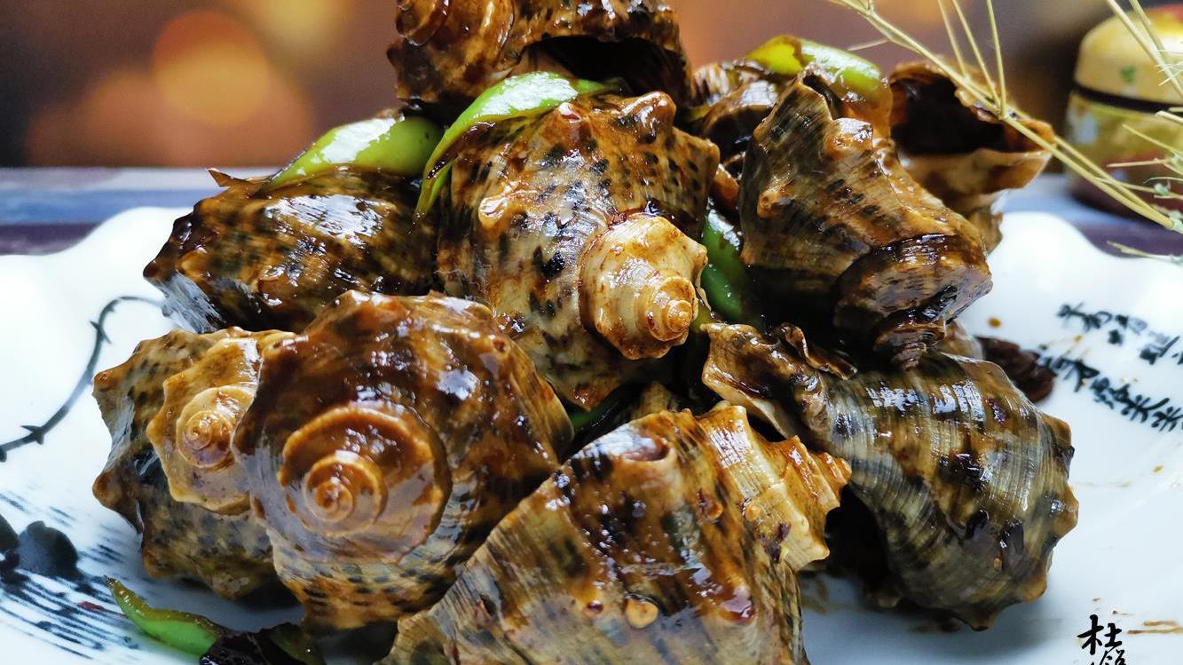 大厨分享经典鲁菜酱爆海螺做法,酱香浓郁,好吃到吮手指
